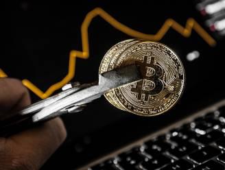 Bitcoin zakt onder 9000 dollar
