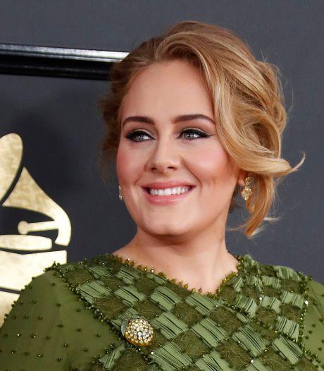 Afgevallen Adele maakt indruk op feestje Drake