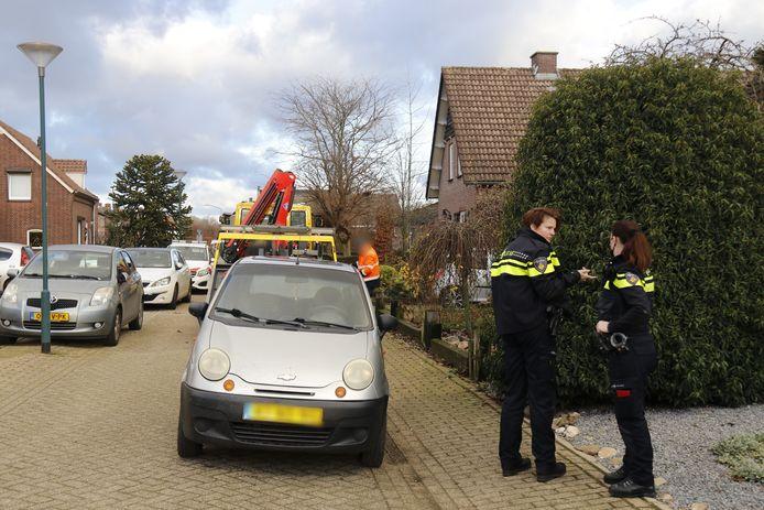 De politie wist de automobilist te doen stoppen op de Kuiperstraat in Oeffelt.