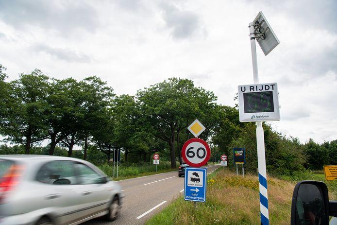 De nieuwe maximumsnelheid van 60 kilometer per uur langs Kanaal-Zuid bij Apeldoorn werkt goed, volgens aanwonende Rijk Gerritsen. Hij constateert dat er minder hard wordt gereden.
