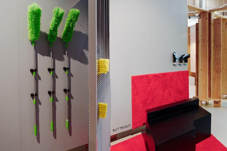 'Home of Eternal Cleanliness', de installatie van Koos Breen in 'Tijdelijk huis van thuis' in Het Nieuwe Instituut in Rotterdam. Beeld Johannes Schwartz