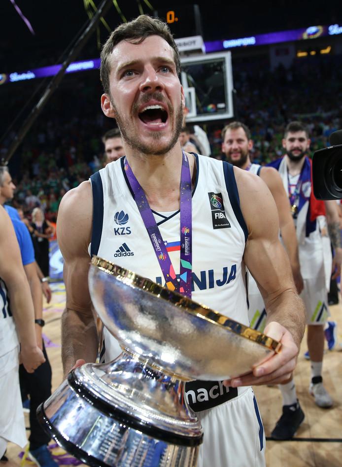 Goran Dragic met de beker.