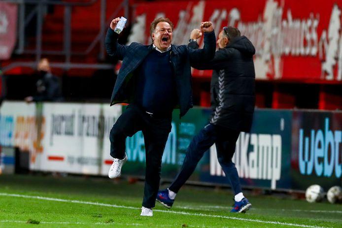 Ontlading bij De Graafschap-trainer Mike Snoei tijdens het bekerduel bij FC Twente.