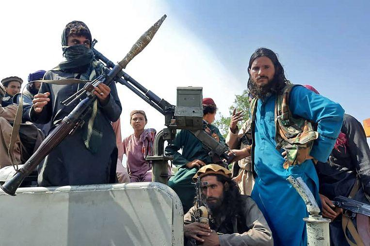 Zwaarbewapende talibanleden in de Afghaanse provincie Laghman vandaag. Beeld AFP