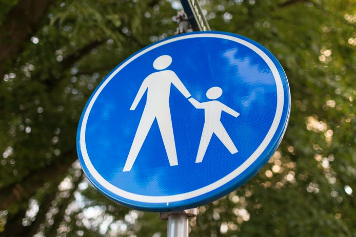 Voetgangers verkeersbord voetgangerszone stock