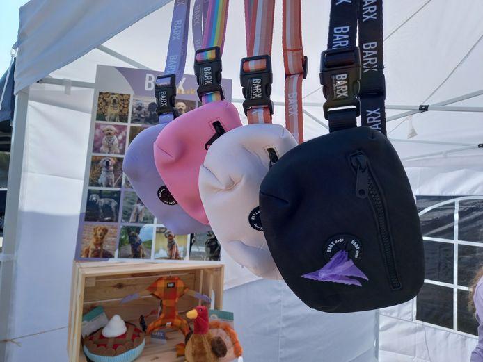 De 'walkies': het populairste item van Barx, een heuptasje met poepzakjes.