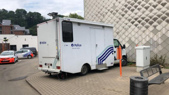 Bureau mobile temporaire pour la police de Pepinster, suite aux inondations.