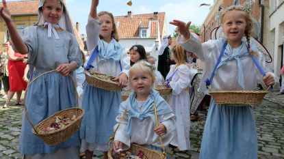 Mirthe (2,5) is jongste engeltje in Kinderprocessie