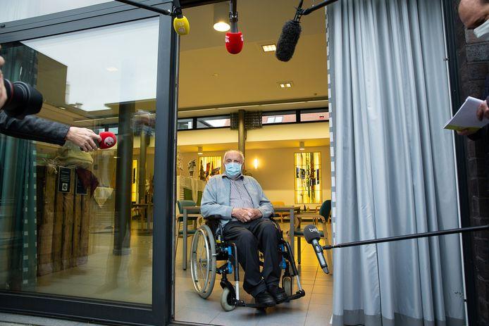 """""""Ik ben blij dat ik de spuit ga krijgen. Ik hoop 100 jaar te worden"""", zegt Jos."""