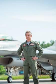 Piloot Roland Slagter maakt na 30 jaar laatste vlucht in F-16: 'Politieke rugdekking ontbreekt'