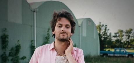 Songwriter René Geelhoed solo, maar niet alleen: 'Samen spelen is wat ik het meeste mis'