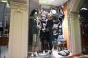 Ann De Blick van wapen- en kledingwinkel De Blick
