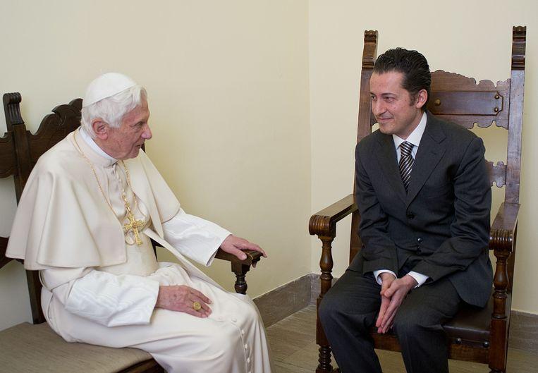 Paus Benedictus en zijn butler Paolo Gabriele. Beeld AFP