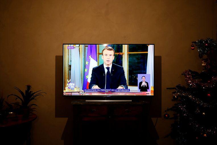 Een foto van Macrons speech over de gele-hesjescrisis. Beeld AFP