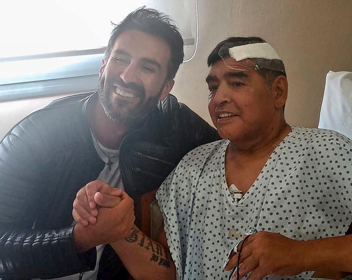 Diego Maradona met zijn arts Leopoldo Luque.