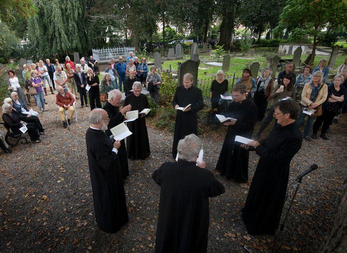 Tiel Openmonumentendag koor op begraafplaats Ter Navolging Foto William Hoogteyling