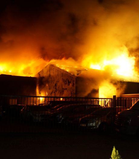 Mogelijk sprake van brandstichting bij brand aan Kasteeldreef in Drunen, politie doet onderzoek