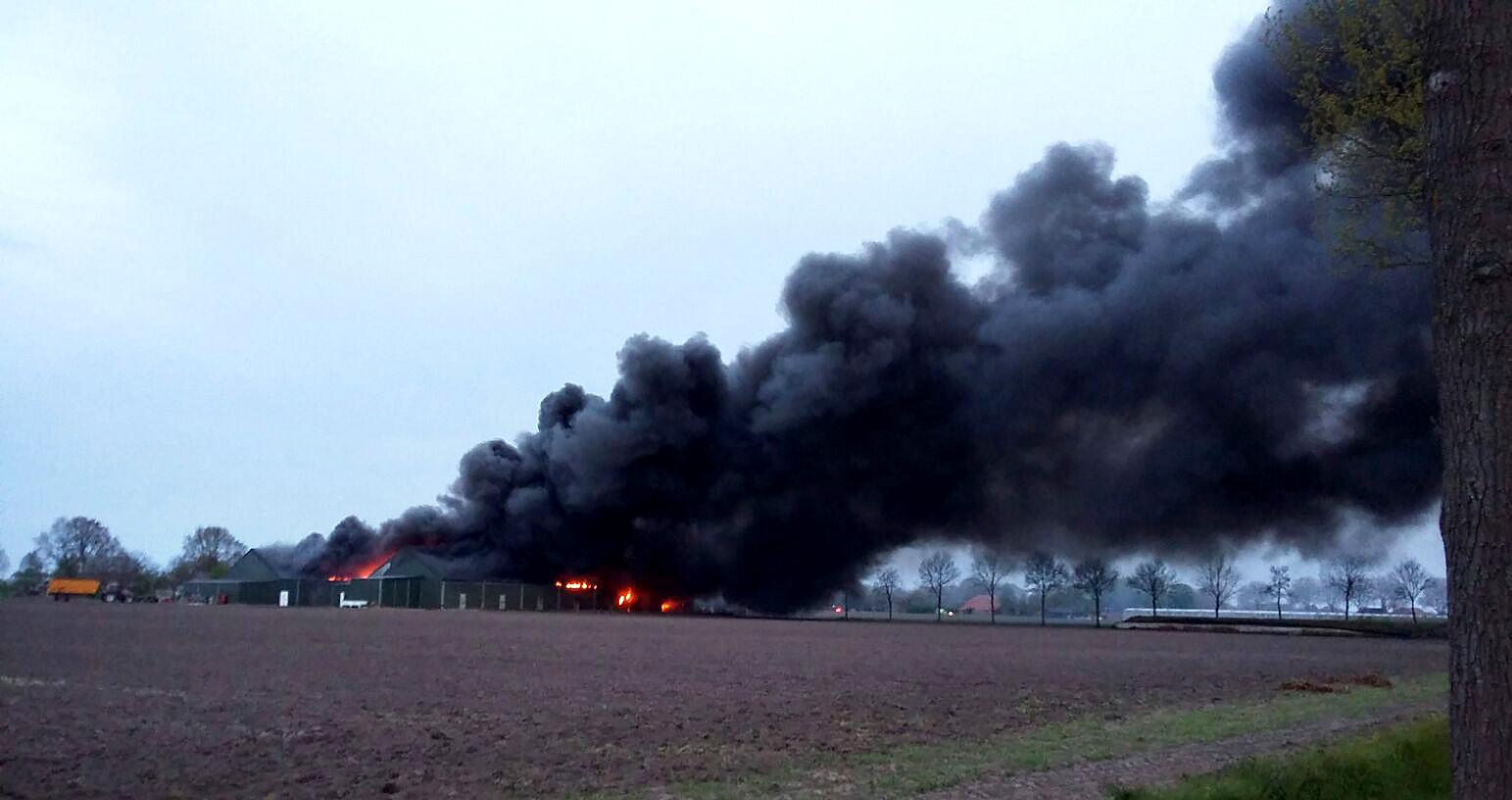 Enorme rookontwikkeling bij grote brand in Bavel