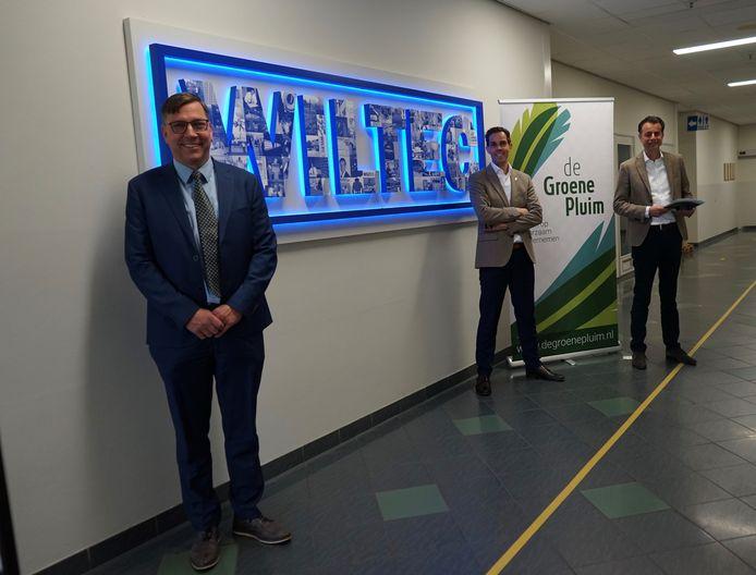 Wethouder Franko van Lankvelt bij Wiltec. Op de achtergrond de directeuren Bart Zegers en Hans Dominicus.