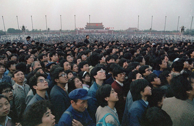 Op het hoogtepunt van de revolte bevonden zich wel een miljoen mensen op het plein.  Beeld AP