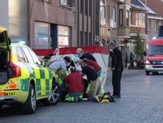 Bestuurder en passagier van scooter zwaargewond na aanrijding door auto