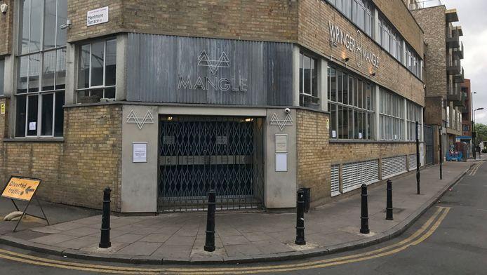 Het incident gebeurde in Mangle, een discotheek in het noordoosten van Londen, waar ongeveer 600 feestvierders aanwezig waren.
