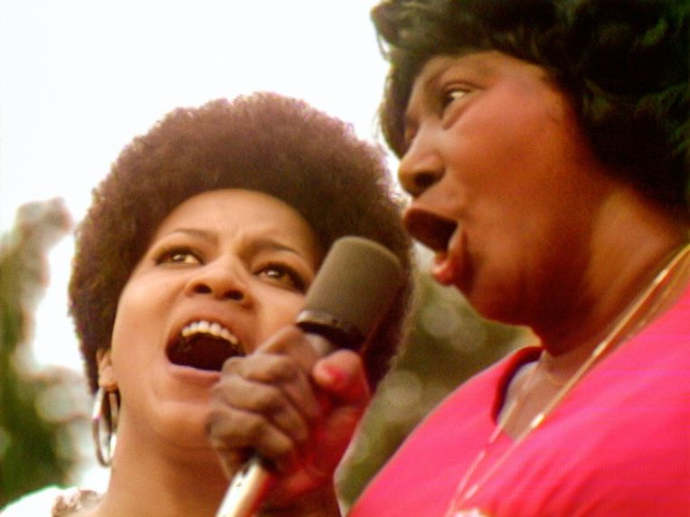 Mavis Staples en Mahalia Jackson.  Beeld Mass Distraction Media