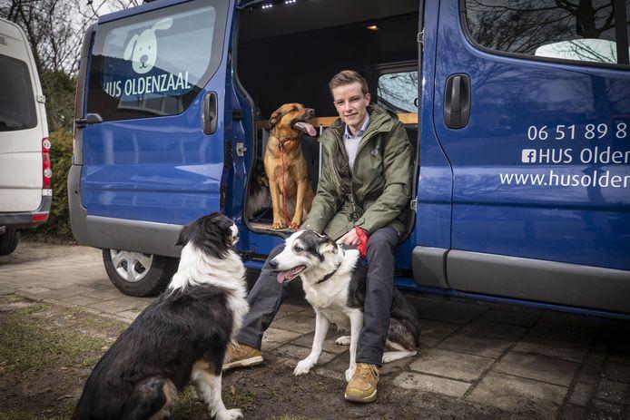 Chiel Segerink begint een hondenuitlaatservice. Hij traint de honden ook en geeft voedingsadviezen.