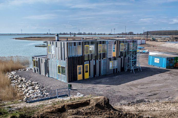 Het nieuwe onderkomen van Aquarius aan de Binnenschelde is bijna klaar.