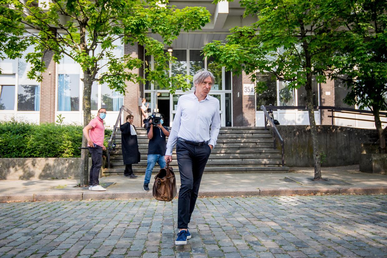 Walter Van Steenbrugge, de raadsman van Wout van Aert, verlaat het Antwerpse arbeidshof. Beeld BELGA