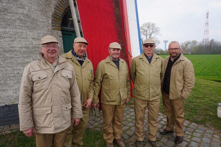 De groep molenaars van De Witte Molen (vlnr): Johan Lammens, Geert Galle, Dirk Baeteman, Bart Engelen en Stijn Van Loocke. Rebecca Vanysacker ontbreekt.