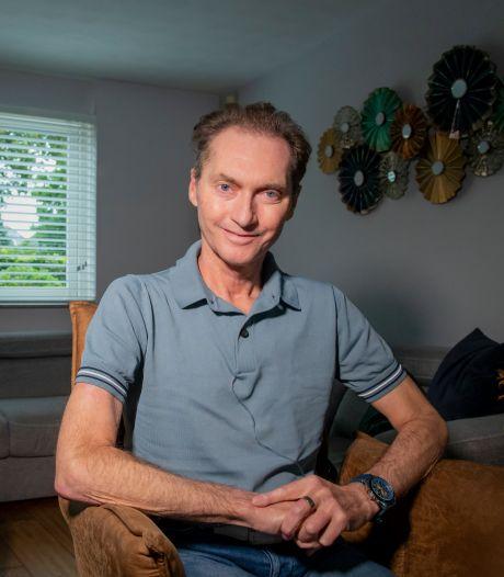 Veluwse topgoochelaar Ronald Moray (57) overleden: 'Het is goed zo, hij is vredig ingeslapen'