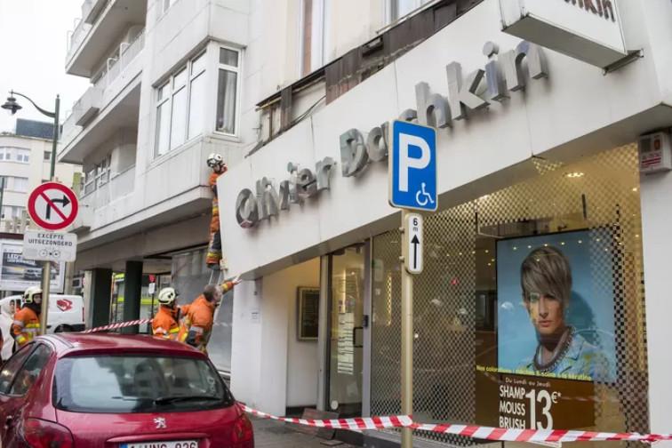 La société O.D. Franchising, qui exploite quatre salons de coiffure Olivier Dachkin en propre et onze via des franchisés, a attaqué l'État belge en responsabilité, contestant la décision de faire fermer les salons de coiffure à cause de la crise sanitaire