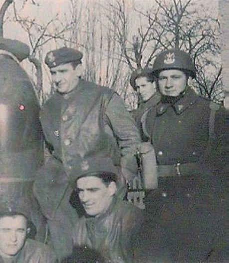 Poolse parachutist die in 1944 landde in Driel laat voetbalclub geld na, club roept prijs in het leven
