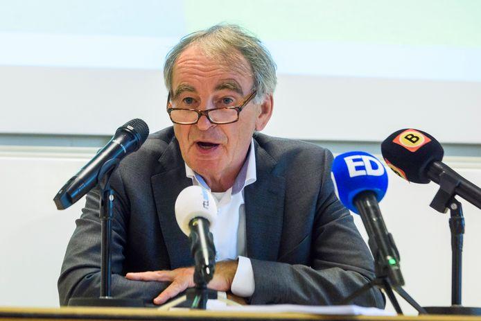 EINDHOVEN - Pieter van Geel presenteert zijn advies over Eindhoven Airport