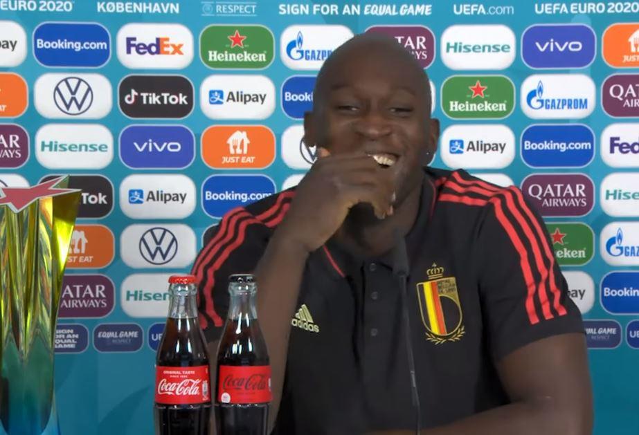 Ook Lukaku mengt zich in Coca-Cola-discussie.