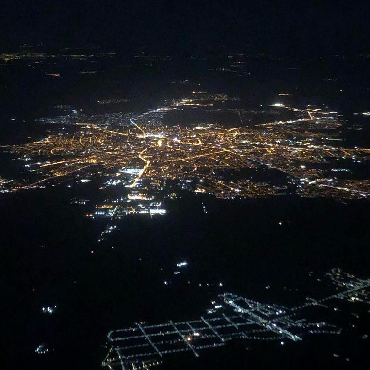 Een beeld uit de mand 's nachts boven Roemenië.
