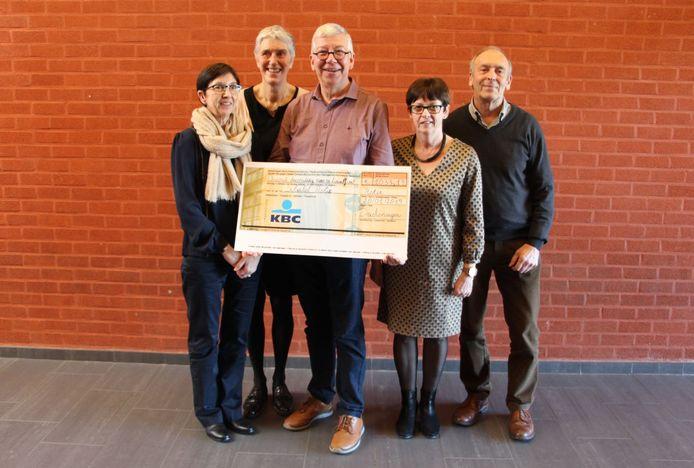 De Schakel ontving een cheque van meer dan 1.000 euro.