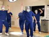150 zorgmedewerkers dansen op Afrikaans 'troostlied'