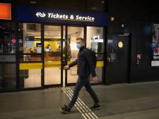 Verdwijnt het loket van station Nijmegen? Vakbond FNV biedt handtekeningen aan