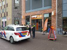 Winkeldief in Almelo neemt tas met boodschappen mee en belaagt bedrijfsleider