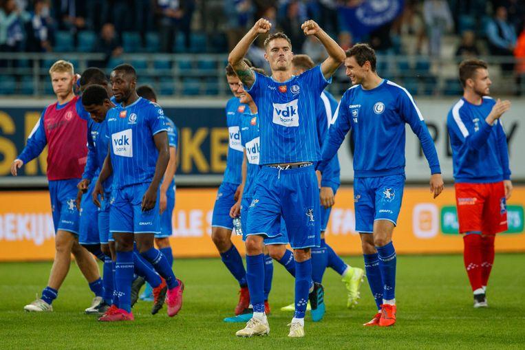 De spelers van AA Gent juichen na de 2-0 overwinning tegen Oostende gisteravond. Beeld BELGA