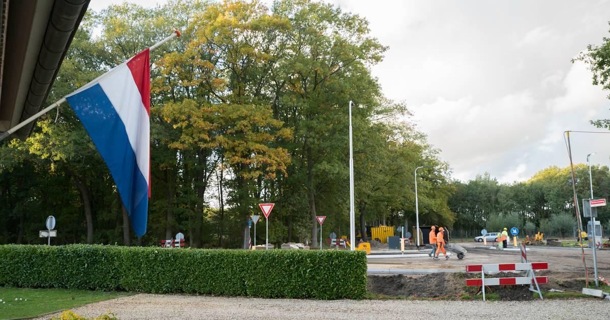 Vlag halfstok in Oude Molen na fataal ongeluk verkeersregelaar: 'Dit heeft enorme impact'.
