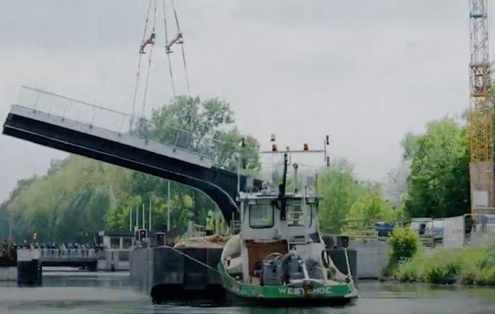 De Nieuwe Kruineikebrug werd twee jaar geleden al geplaatst door de Vlaamse Waterweg.