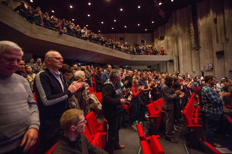 Minutenlang applaudisseerde de overvolle zaal voor de overleden comédienne met de eeuwige glimlach.