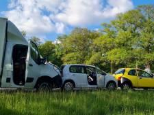 N346 bij Delden afgesloten na kettingbotsing met vijf voertuigen