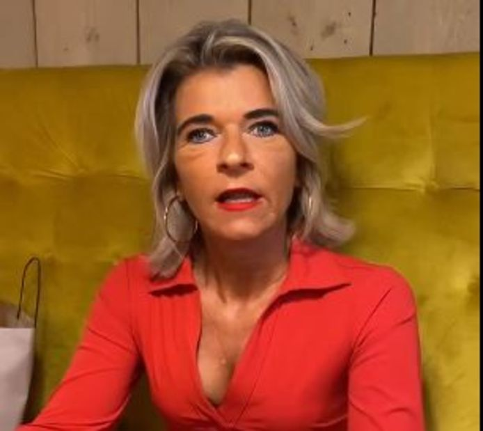 Debby van der Zande in een emotionele video op Facebook.