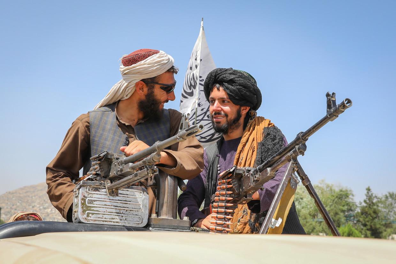 16 augustus 2021, Talibanstrijders in de Afghaanse hoofdstad Kabul, een dag nadat de Taliban de overwinning hebben uitgeroepen. Beeld EPA