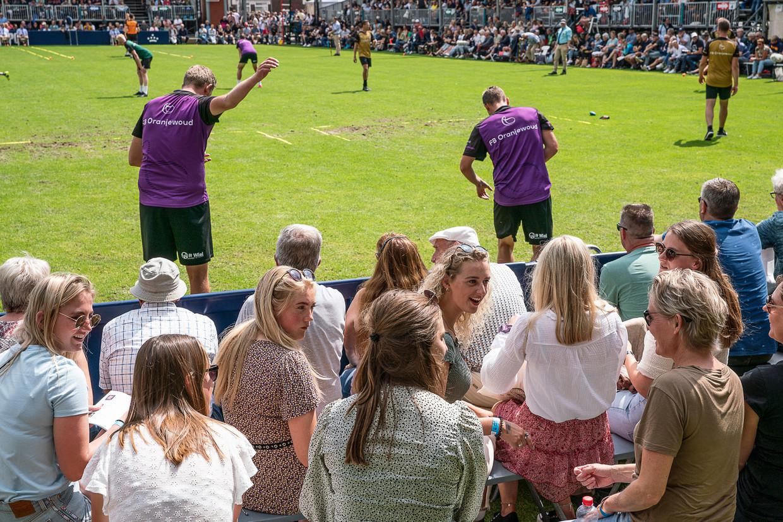 De belangrijkste kaatswedstrijd van het jaar, de PC in Franeker, kon dit jaar doorgaan met een beperkte hoeveelheid, op corona getest publiek.  Beeld Harry Cock / de Volkskrant