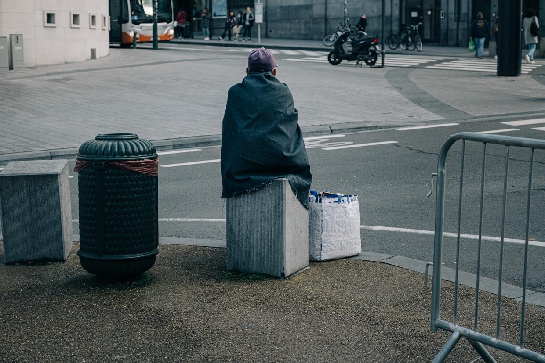 Een dakloze in Brussel. Overal in de stad tref je mensen in een precaire woonsituatie aan.